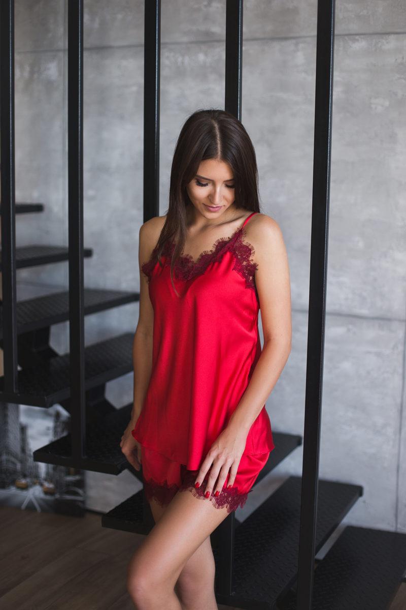 pidzaama naistele paris punane