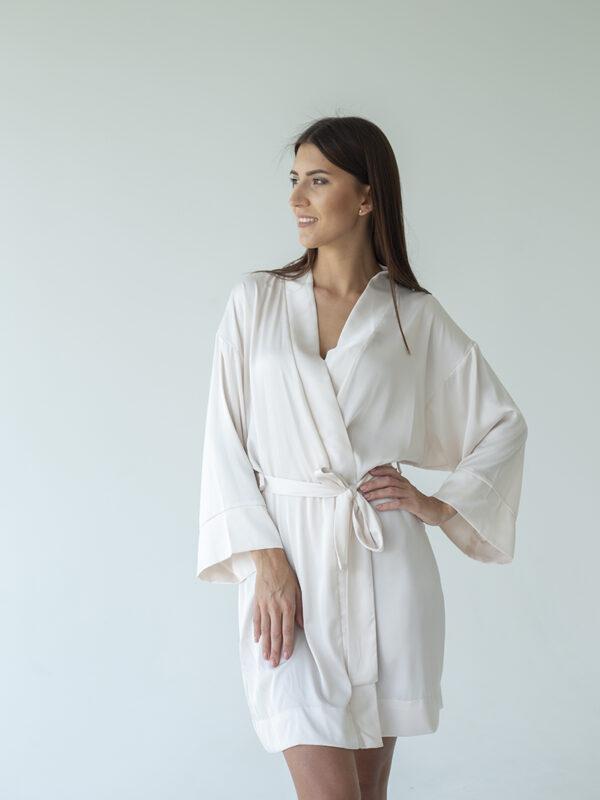 hommikumantel naistele valge